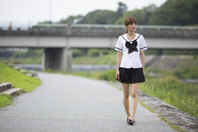 ミニスカートの女子高生